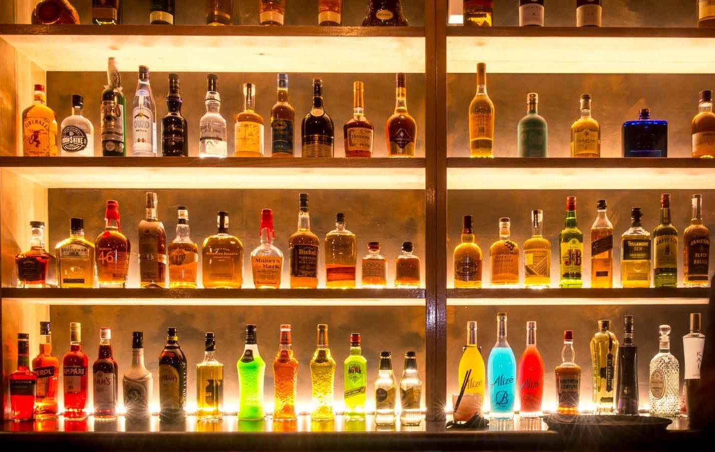 sydney-design-social-loft-wagga-bar-beverage-shelf-lighting